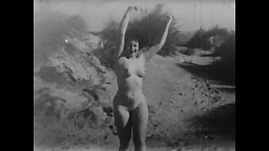Girl and woman naked outside - Action in Slow Motion (1943)
