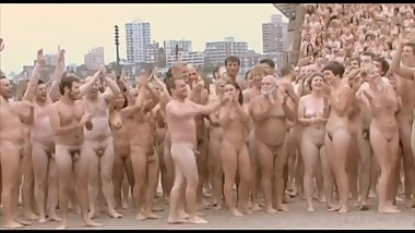 NUDE BODIES AS ART ~ OVER 5000 MEN & WOMEN STRIP OFF FOR THE CAMERA -(©?©)-